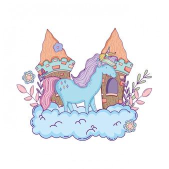 Красивый маленький единорог с замком в облаках