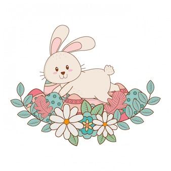 Маленький кролик с яйцом и цветами пасхальный персонаж