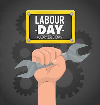 Рука с гаечным ключом и шестернями на день труда