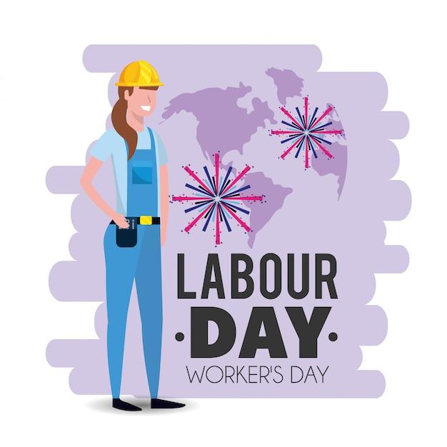 労働者の日に制服を着た女性メカニック