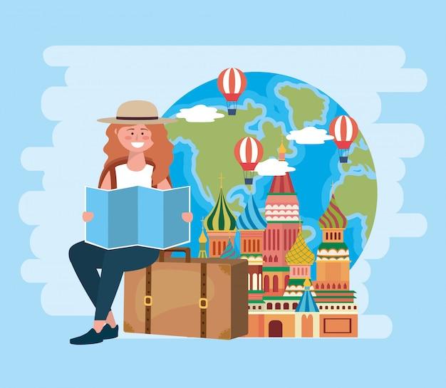 グローバルマップと気球の荷物に座っている女性