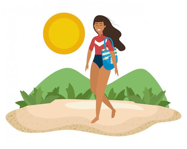 水着を持つ少女