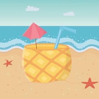Ананасовый коктейль на пляже