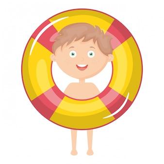 Маленький мальчик с купальником и поплавком
