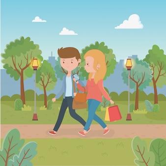 Молодая пара гуляет в парке персонажей