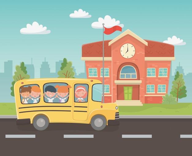 Здание школы и автобус с детьми на сцене