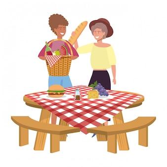 Подруги на пикнике