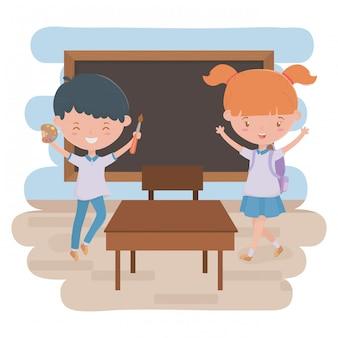 Мальчик девочка малыш и доска школьного дизайна