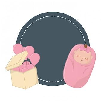 丸いフレームと保護された赤ちゃん