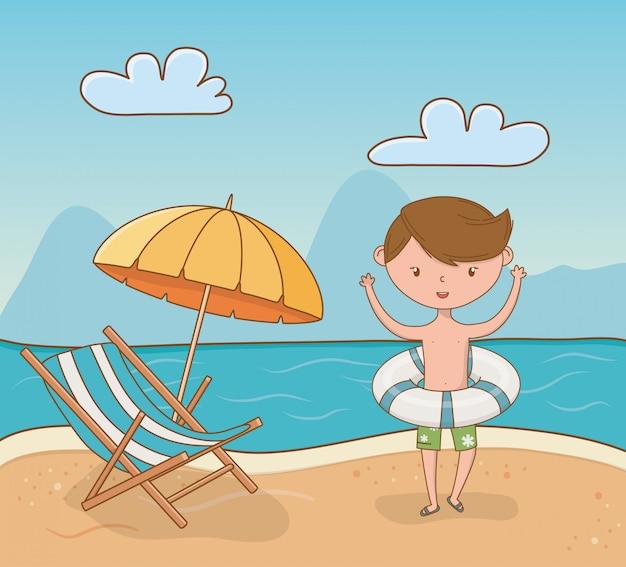 ビーチのシーンで若い男の子