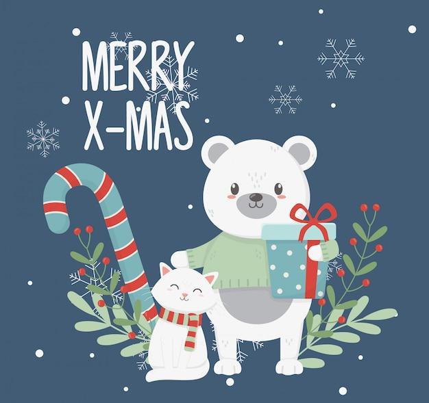 Белый медведь кошка с подарочной коробкой оставляет веселую рождественскую открытку