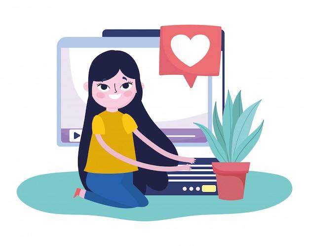 モバイルウェブサイトのビデオコンテンツを持つ若い女性はソーシャルメディアが大好き