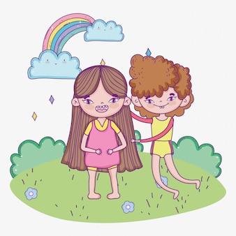 Счастливый детский день, улыбающийся мальчик и девочка в парке