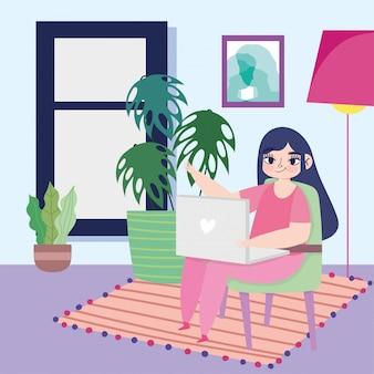 Работая удаленно, молодая женщина используя компьтер-книжку на комнате стула