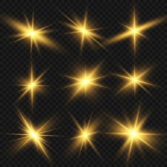 Свечение изолированные белый световой эффект набор, блики, взрыв, блеск, линия, солнечная вспышка и звезды. сияй лучом молнии. набор золотых ярких красивых звезд.