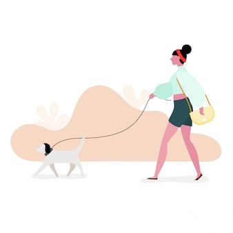 女性が公園で犬をつないで