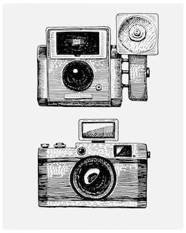 写真カメラヴィンテージ、スケッチや木のカットスタイル、古い探しているレトロなレンズ、リアルなイラストで描かれた刻まれた手