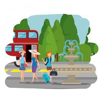 ロンドンの通りにスーツケースを持つ観光客の女の子