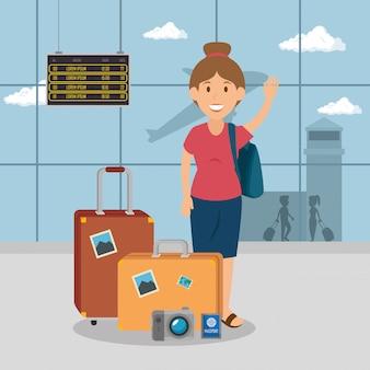 空港での女性旅行者