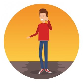 スマートフォンのキャラクターを呼び出す若い男