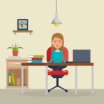 ビジネスの女性のオフィスの椅子でヨガの練習