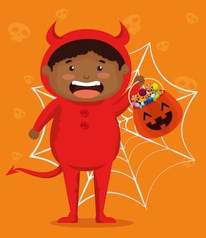 Мальчик одет как маленький дьявол
