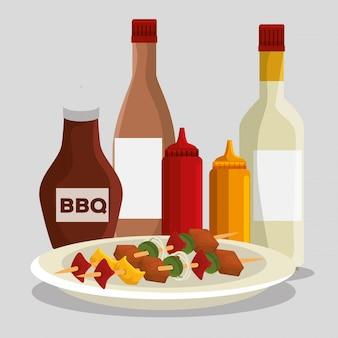 Колбаски с мясной пищей и барбекю с соусами