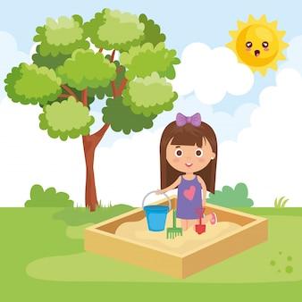 Маленькая девочка, играя в парке