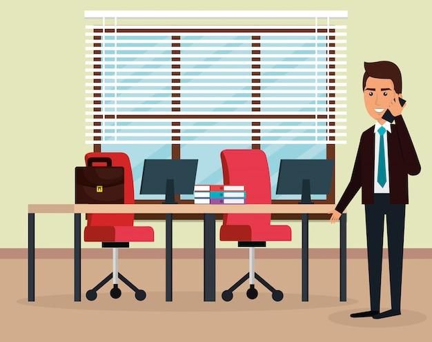 オフィスシーンでエレガントなビジネスマン