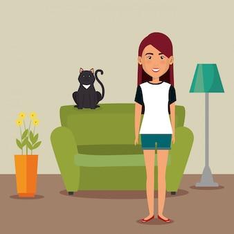 家のマスコットを持つ若い女性