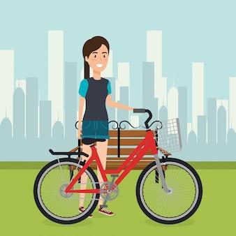 風景の中の自転車を持つ女性