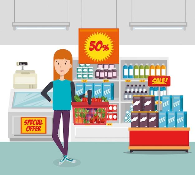 食料品の買い物かごを持つ消費者