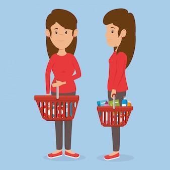 食料品のスーパーマーケットバスケットを持つ消費者