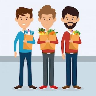 スーパーマーケットの食料品の袋を持つ消費者