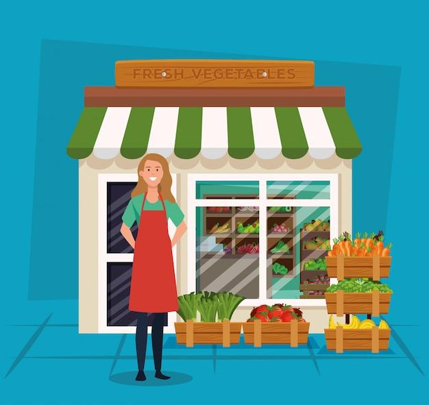 Продавщица с фартуком и полезными овощами и фруктами
