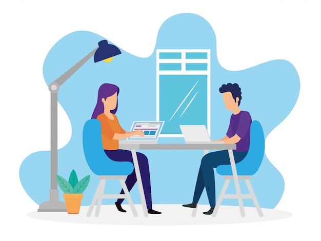 Мужчины и женщины на совместной работе делают свою работу