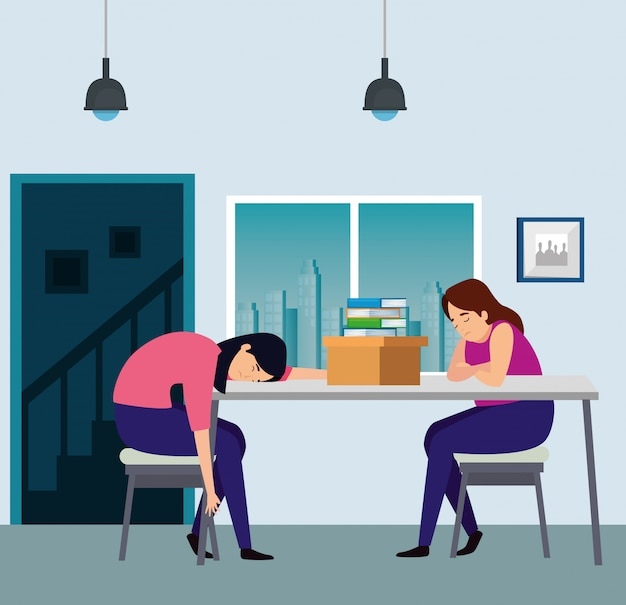 Женщины спят на рабочем месте