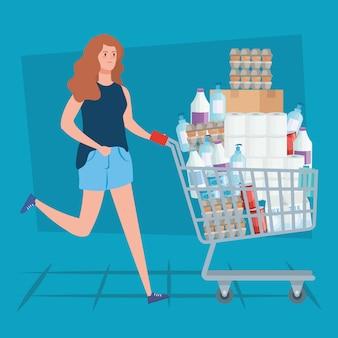 食料品のカートを押す女性