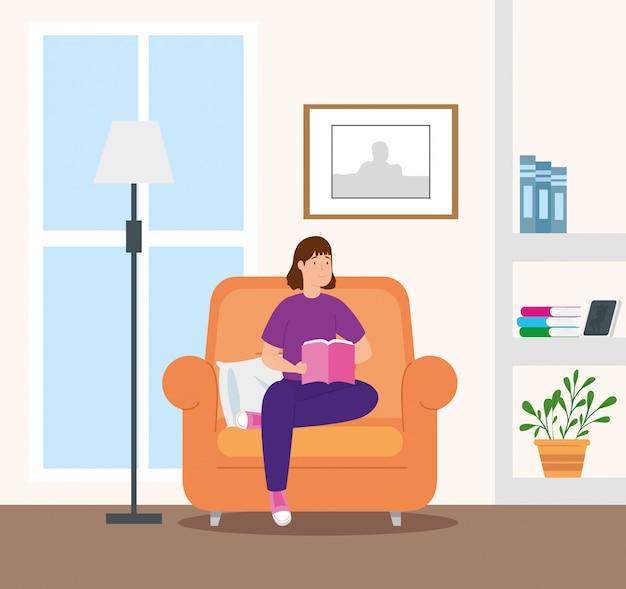 Кампания остаться дома с женщиной в гостиной, чтение книги