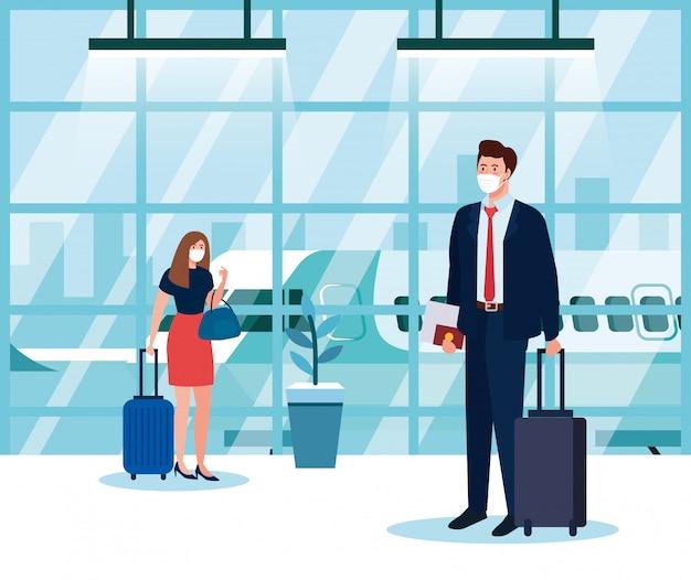 Деловая пара в защитной маске в терминале аэропорта, путешествующая на самолете во время пандемии коронавируса