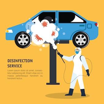 Человек с защитным костюмом распыляет синий автомобиль с