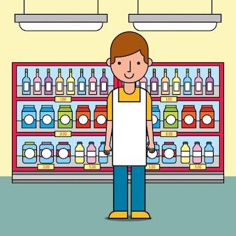 スーパーマーケットでボトルとパッケージの棚の近くに立っている男性労働者