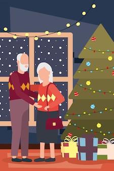 Бабушка и дедушка пара празднует рождество с деревом