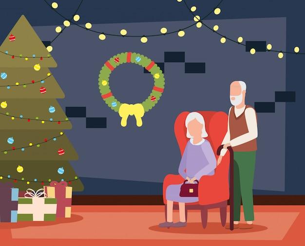 クリスマスの装飾のあるリビングルームで祖父母のカップル