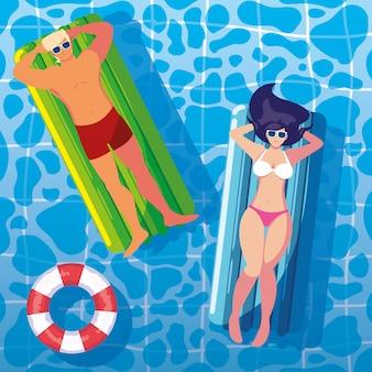 カップルはプールでフロートで日焼け