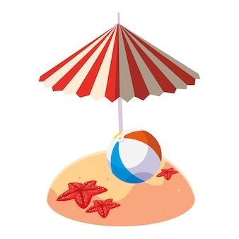 夏の砂のビーチの傘と風船のおもちゃ