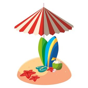 夏の砂のビーチ、傘とサーフボード