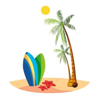 Летний пляж с пальмами и сценой для серфинга