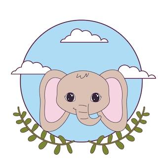 Голова милого слона с коронными листьями