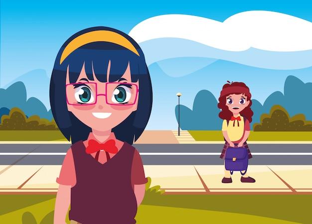 学校に戻って通りにバックパックを持つ学生の女の子